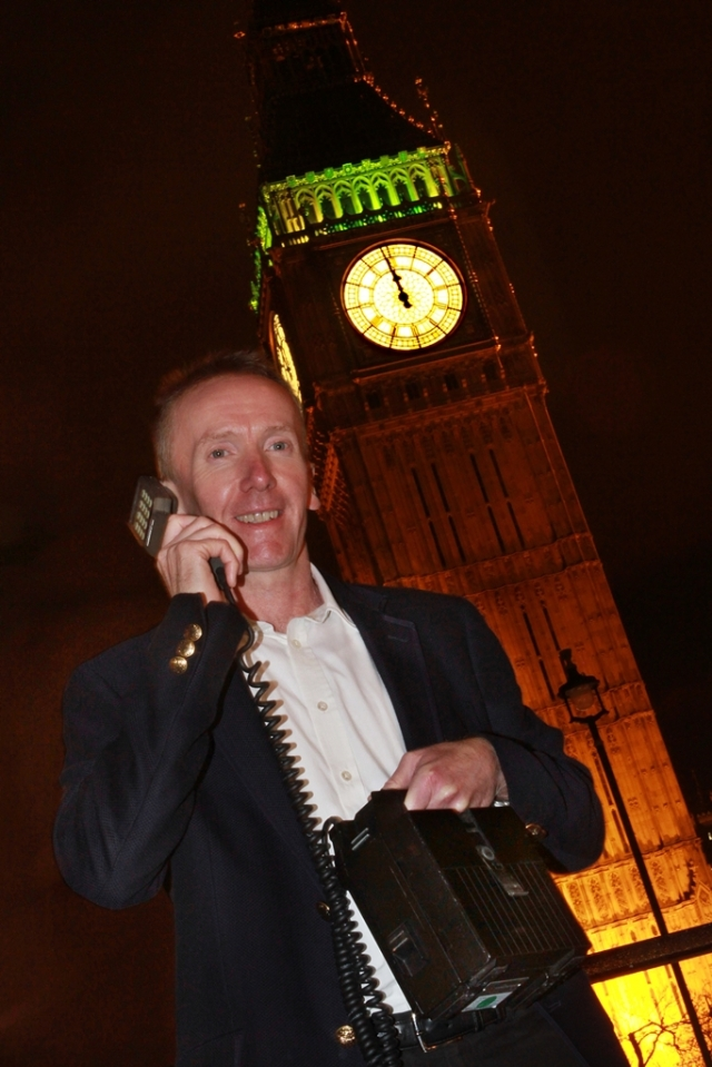 poza 2_Michael_Harrison_recreating_the_moment_he_made_the_UKs_first_mobile_call